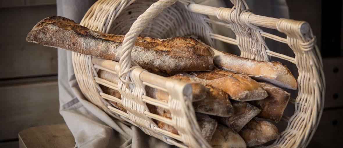 pains pierrettes dans un un panier